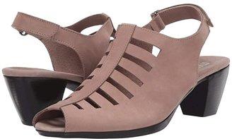 Munro American Abby (Taupe Nubuck) Women's Shoes