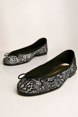 London Sole Lace Ballet Flat in Black and White