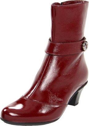 La Canadienne Women's Rimes Ankle Boot,Cherry,6 M US