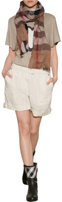 Burberry Chino Shorts in Cream