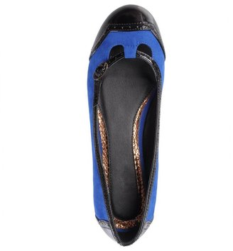 Journee Collection king flats - women