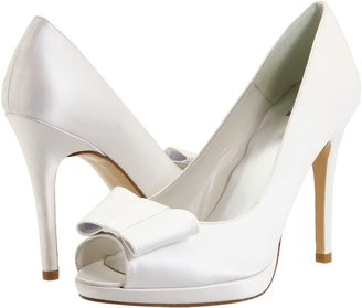 Stuart Weitzman & Evening Collection - Bowright (White Satin) - Footwear