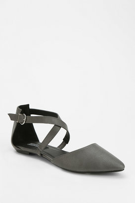Urban Outfitters Deena & Ozzy Reptile Pointy-Toed Flat