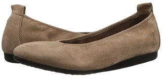 Arche Laius (Sand) Women's Slip on Shoes