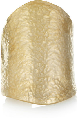 Kenneth Jay Lane Hammered gold-plated cuff
