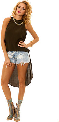 Motel The Kirsty Mullet Top in Khaki