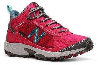 New Balance 790 Trail Walking Shoe - Womens