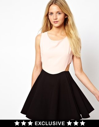 Love Dress In Two Tone With Cut Out - Multi