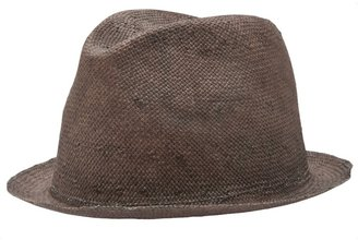 Reinhard Plank Bona paper hat