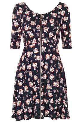 Topshop Soft jersey dress with all-over floral print. cut with a zip front, scoop neck and back, and a flippy, skater skirt. 100% cotton. machine washable.