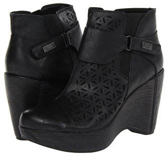 Jambu Amber Black) - Footwear