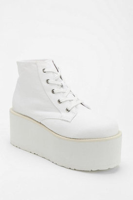 Urban Outfitters Deena & Ozzy Lace-Up Flatform-Sneaker