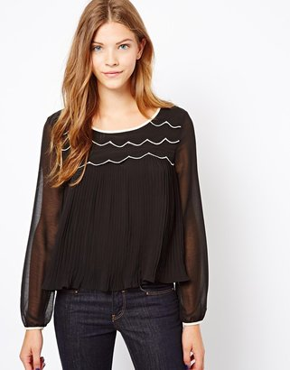 Darling Pleated Top