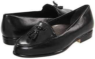 Trotters Leana (Black/Black Soft Kid/Patent Man Made) Women's Slip on Shoes