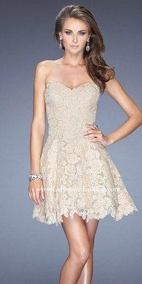 La Femme Sweetheart Scalloped Edge Cocktail Dress