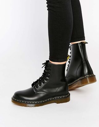 Dr. Martens Modern Classics Smooth 1460 8-Eye Boots