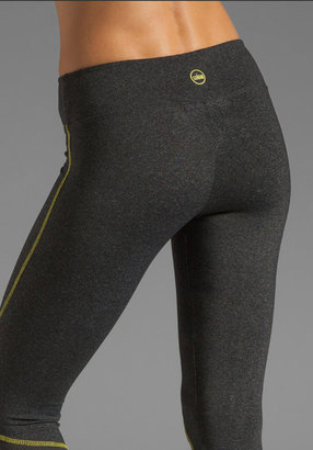 So Low Eclon Contrast Stitch Crop Legging in Heather Charcoal/Daffodil