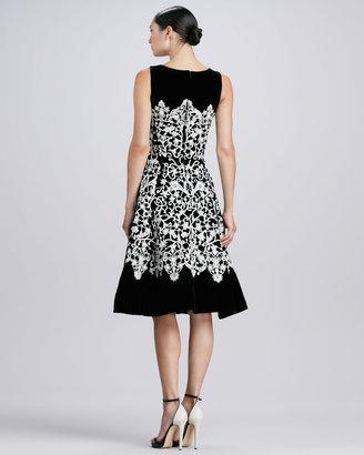 Oscar de la Renta Jewel-Neck Guipure Lace Dress, Black/Ivory