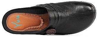 JCPenney YuuTM Gilmore Womens Leather Clogs