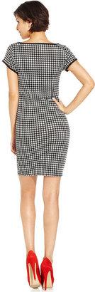 Monroe Marilyn Juniors Dress, Short Sleeve Houndstooth-Print Sheath