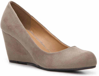 Chinese Laundry Women's Nima Wedge Pump -Beige