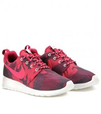 Nike ROSHE RUN PRINTED SNEAKERS
