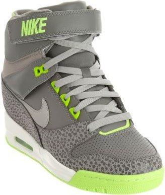 Nike Revolution Sky Hi