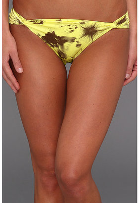 Vince Camuto Side Twist Bottom