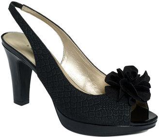 Karen Scott Shoes, Bloom Pumps