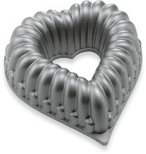 "Bed Bath & Beyond Kaiser® Bakeware 7"" KaiserCast Heart Mini-Bundform Pan"