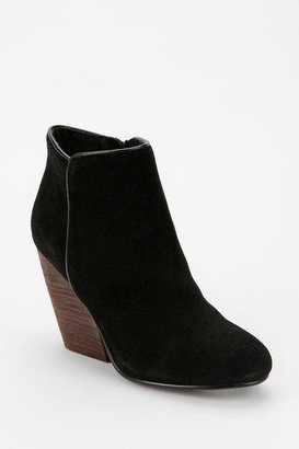 Urban Outfitters Ecote Growler Suede Ankle Boot