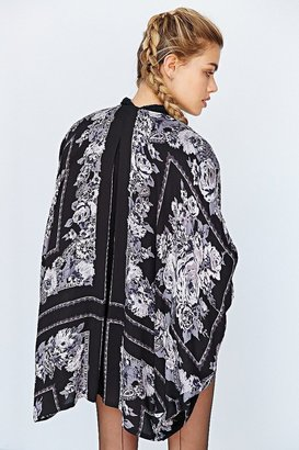 Kimchi & Blue Kimchi Blue Scarf-Print Kimono Jacket