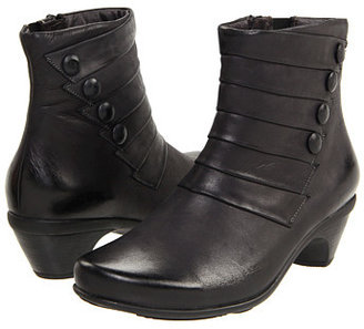 Naot Footwear Legend