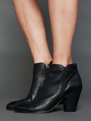 Dolce Vita Halle Ankle Boot