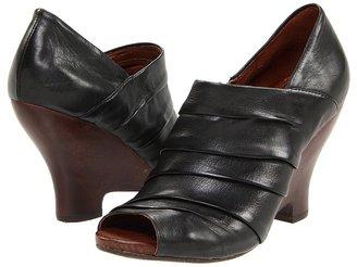 Naya Genesis (Black Leather) - Footwear