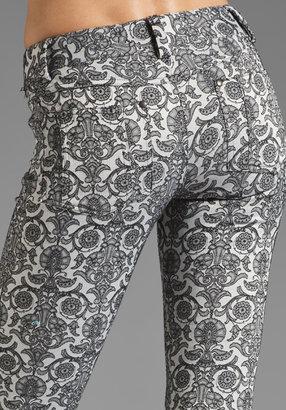 Alice + Olivia 5 Pocket Skinny Jean in Grey/Black