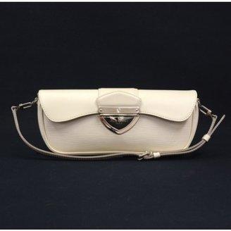 Louis Vuitton excellent (EX Pochette Montaigne White Epi Leather Bag