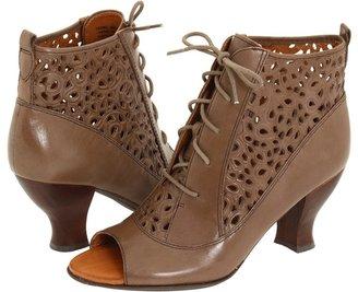 Naya Fennel (Lunar Taupe Leather) - Footwear