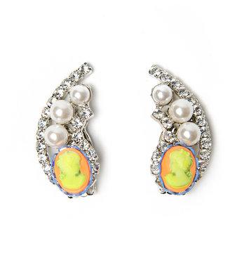 Tom Binns Cameo Jobim Pearl Earring