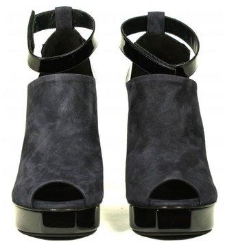Pierre Hardy pristine (PR Navy Suede Black Patent Leather Peep Toe Pumps sz 38, 38.5, 39, 39.5