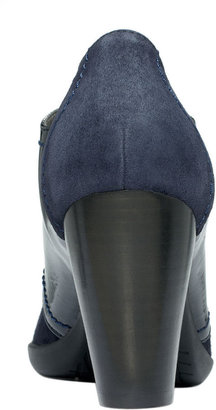Kenneth Cole Reaction Full of Life Booties