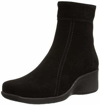 La Canadienne Women's Felicia Boot $179.99 thestylecure.com