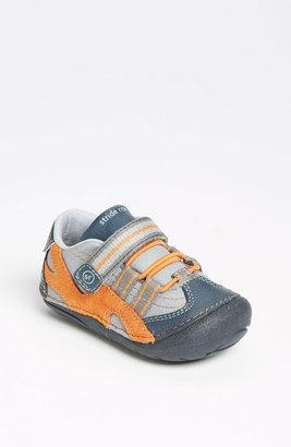 Stride Rite 'Leo' Sneaker (Baby & Walker)