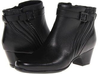 Clarks Leyden Scale (Black Leather) Women's Zip Boots
