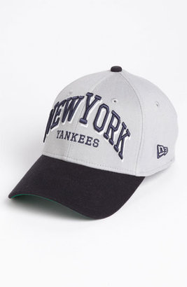 New York Yankees New Era Cap 'New York Yankees - Arch Mark' Fitted Baseball Cap Grey/ Navy Small/Medium
