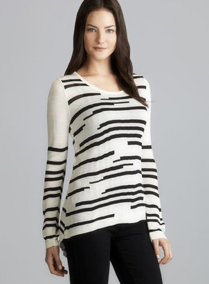 Romeo & Juliet Couture Long Sleeve Abstract Stripe Knit Top