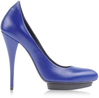 McQ by Alexander McQueen Closed toe