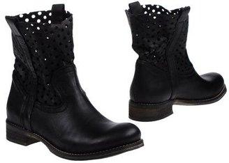 Danielle Ankle boots