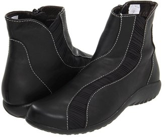 Naot Footwear Tumingi (Jet Black Leather/Pleated Black) - Footwear