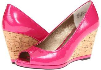Me Too Yacena Women's Wedge Shoes